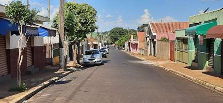 Rua e praças vazias em Rincão, vizinha de Araraquara. Com lockdown, aparência é de cidade fantasma. Até linha de ônibus parou de operar