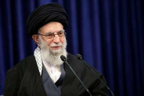 Líder supremo do Irã, aiatolá Ali Khamenei, discursa em Teerã 08/01/2021 Site Oficial de Khamenei/Divulgação via REUTERS