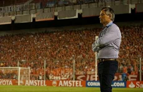 Ariel Holan fez sucesso dirigindo o Independiente, da Argentina (Foto: AFP)