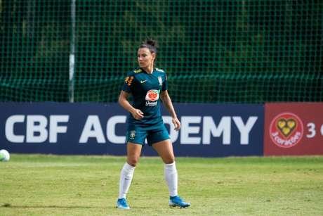 Jucinara em treino da Seleção Brasileira (Foto: Laura Zago / CBF)