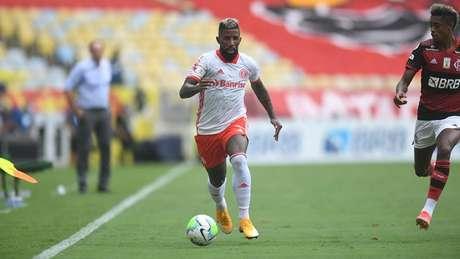 A escalação do Rodinei foi cercada de expectativa no duelo contra o Flamengo (Foto: Ricardo Duarte/Internacional)