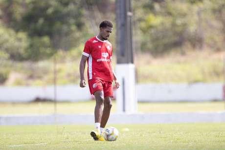 Lateral fez três partidas no profissional na temporada 2020 (Divulgação/Náutico)