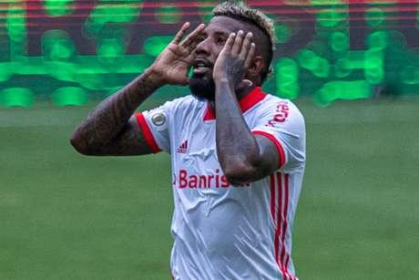 Rodinei foi expulso no duelo contra o Flamengo pelo Brasileirão