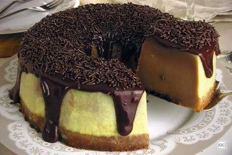Guia da Cozinha - Brigadeirão mesclado fácil e delicioso para a sobremesa