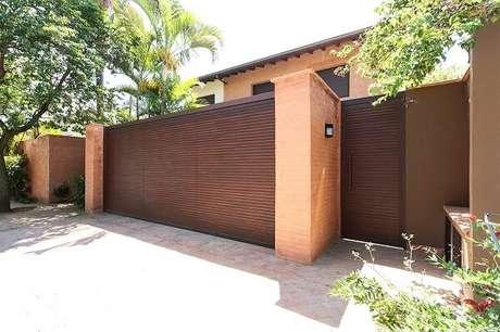 40. Modelo de muro com tijolinho e luminárias metálicas. Projeto por A.M Studio Arquitetura