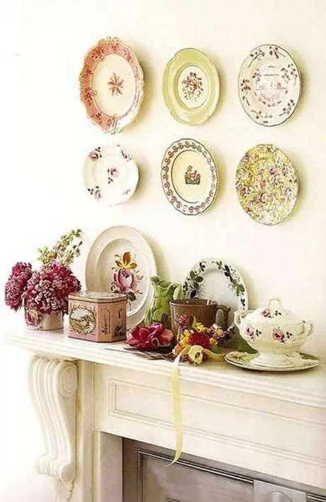 48. Pratos de porcelana avulsos na sala de estar – Via: Pinterest