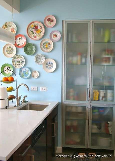 30. Cozinha com pratos de porcelana – Via: Made by Girl