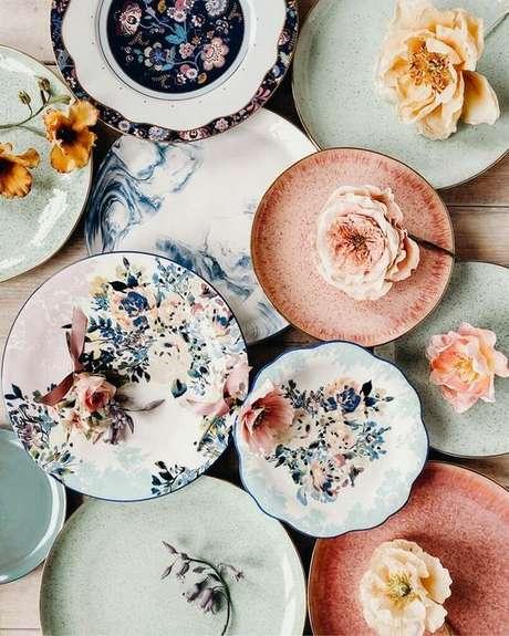 1. Pratos de porcelana florais – Via: Anthropologie