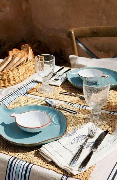 23. Pratos de porcelana no formato de peixe – Via: Delikatissen