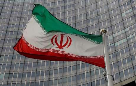 Bandeira do Irã em frente à sede da AIEA em Viena 09/09/2019 REUTERS/Leonhard Foeger