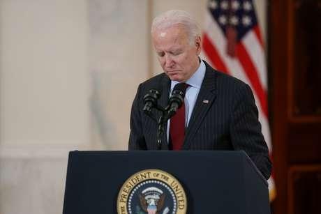 Presidente dos EUA, Joe Biden, durante discurso em homenagem aos 500 mil mortos pela Covid-19 no país 22/02/2021 REUTERS/Jonathan Ernst