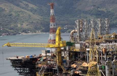 Plataforma da Petrobras durante fase de construção no litoral do Rio de Janeiro  24/01/2011 REUTERS/Sergio Moraes