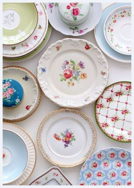 17. Pratos de porcelana decorados – Via: Socorro na Cozinha