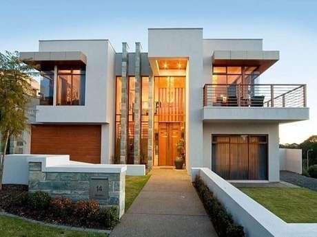 19. Fachada de casa linda e moderna com modelo de muro baixo. Fonte: Dcore Você