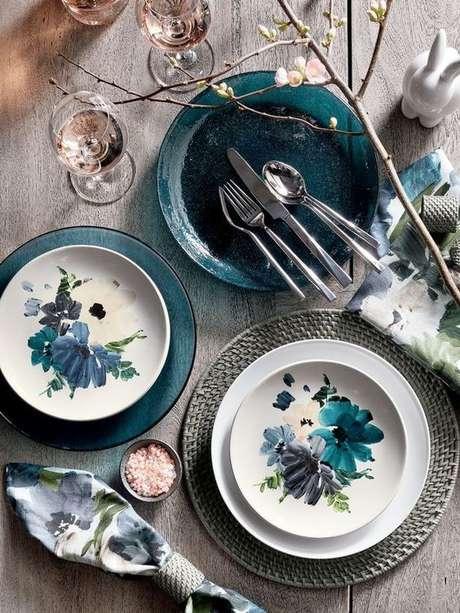 15. Jogo de pratos de porcelana – Via: Creme Guides