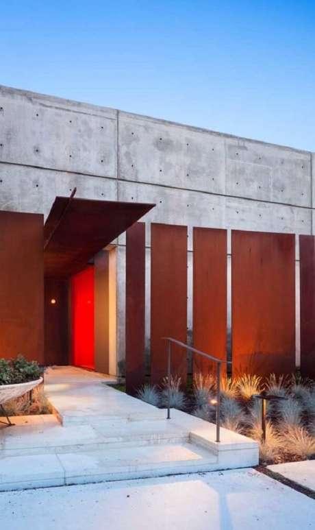 59. Modelo de muro moderno feito de aço corten. Fonte: Pinterest