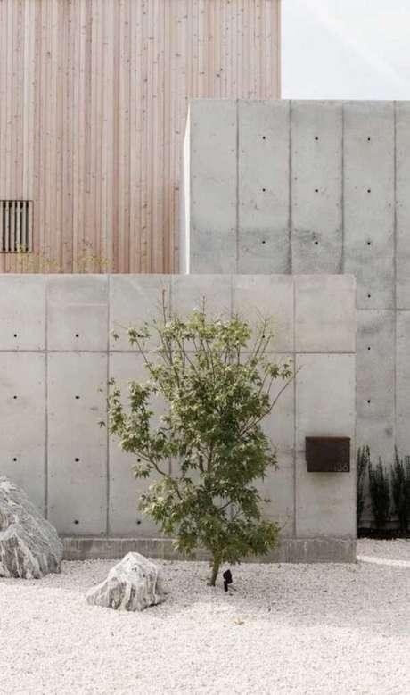 80. O muro em concreto aparente é o grande destaque dessa fachada. Fonte: Pinterest