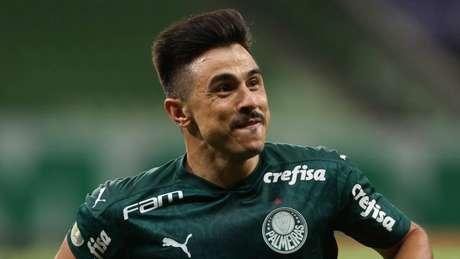 Willian com a camisa do Verdão (Foto: Cesar Greco/Palmeiras)