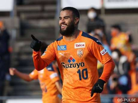 Carlinhos é um dos destaques do futebol japonês (Foto: Divulgação/Shimizu)