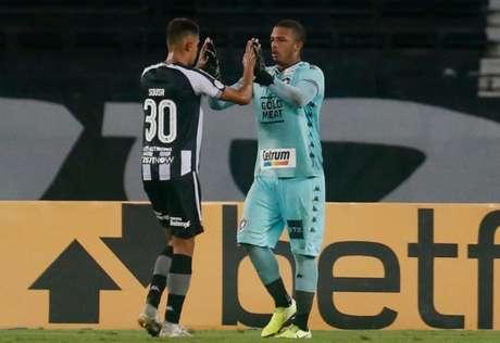 Diego Loureiro defendeu um pênalti cobrado por Luciano (Foto: Vitor Silva/SSPress/Botafogo)
