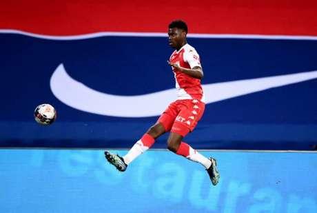 Badiashile tem apenas 19 anos (Foto: FRANCK FIFE / AFP)