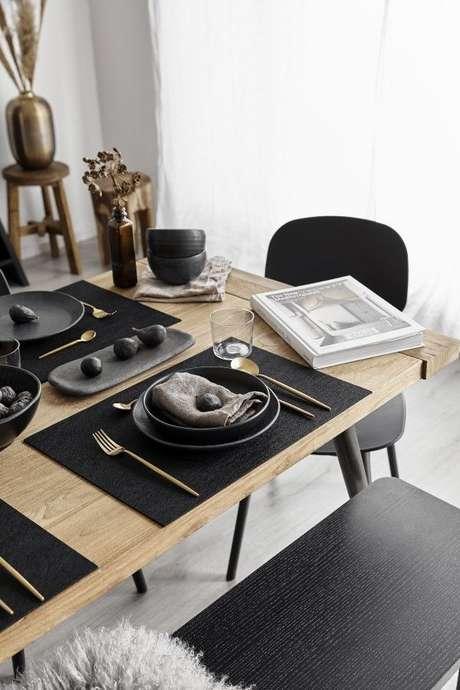 46. Conjunto de pratos e enfeites pretos – Via: Westwing Italia