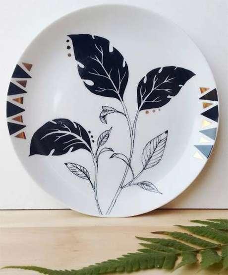 34. Pratos de porcelana decorativos – Via: Just Lia