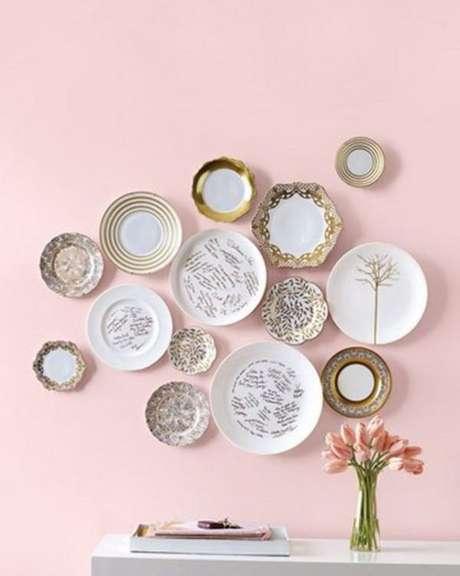 7. Pratos de porcelana na parede – Via: Dicas de mulher