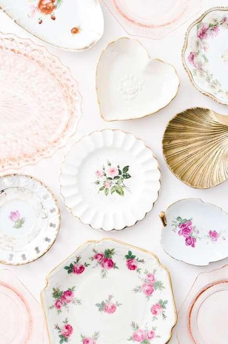 6. Pratos de porcelana avulsos cor de rosa – Via: Sweet and Spark