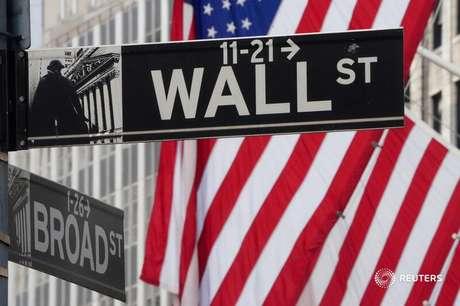 Sinalização da placa de Wall Street em Nova York. 09/03/2020. REUTERS/Carlo Allegri.