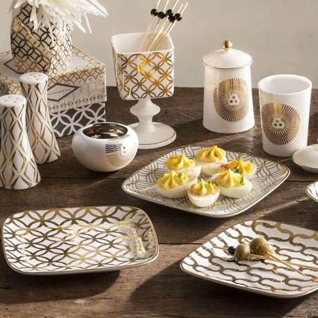 28. Pratos de porcelana quadrados – Via: Aliexpress