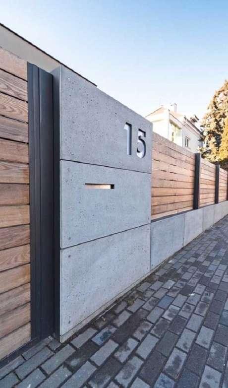 21. Fachada estilo industrial conta com modelo de muro em madeira e concreto. Fonte: Pinterest
