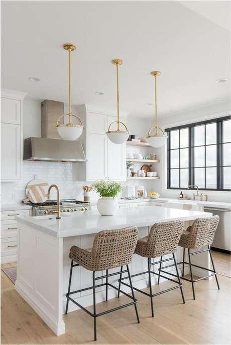 32. Cozinha com bancada branca em granito – Via: Apartamento 203