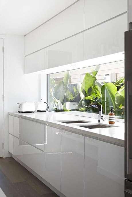 18. Bancada de cozinha em granito branco – Via: Decostore