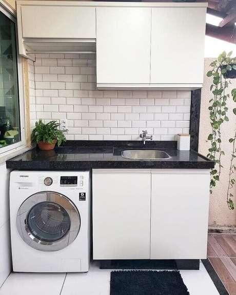 19. O azulejo metro white foi o escolhido para compor o revestimento para lavanderia interna. Fonte: Pinterest