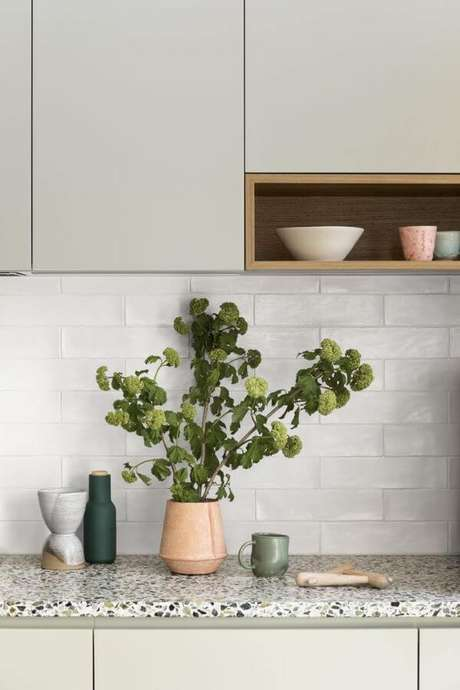 24. Bancada de cozinha em granito cinza – Via: Pinterest