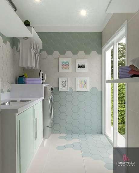 6. Revestimento para lavanderia com azulejo hexagonal colorido deixa a decoração charmosa. Fonte: Patricia Moreno Arquitetura
