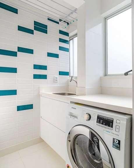 32. Para quebrar a neutralidade busca incluir revestimento para lavanderia colorido. Fonte: Sui Arquitetura