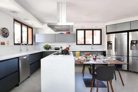 61. Decoração de cozinha gourmet branca e cinza – Via: Start Arquitetura