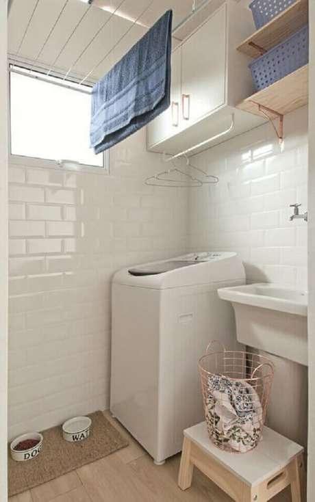 13. Decoração clean com revestimento para lavanderia interna branco. Fonte: Minha Casa
