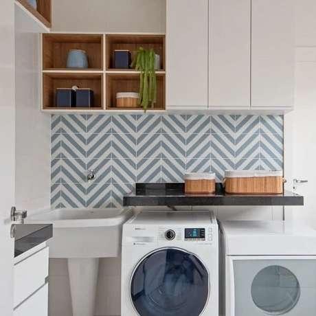 27. O revestimento para lavanderia interna foi fixada em apenas um ponto do ambiente. Fonte: Studio 2UP