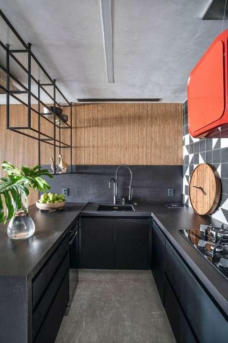 42. Bancada de cozinha em granito preto – Via: Casa e Jardim