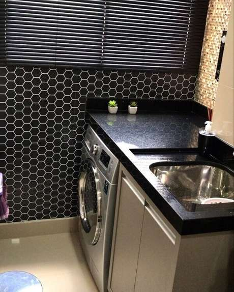 48. Use pastilhas de vidro como revestimento para lavanderia. Fonte: APT 903