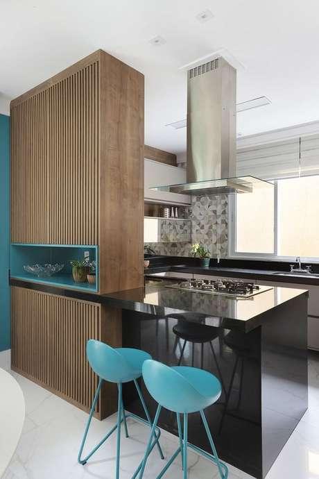 45. Bancada de cozinha em granito preto – Via: Casa de Valentina