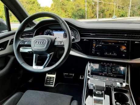 Painel do novo Q7 tem três displays, começando pelo Audi Virtual Cockpit.