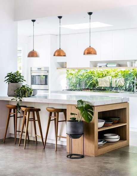31. Bancada branca para cozinha moderna – Via: Adore Magazine