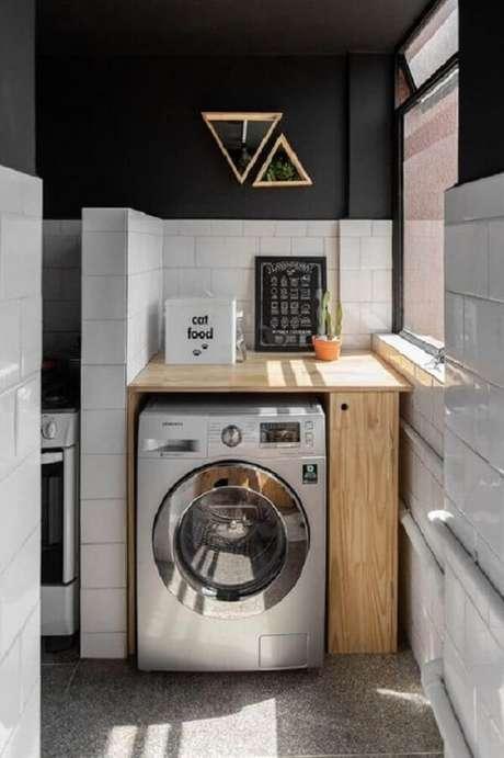 21. O revestimento branco para lavanderia quebra a sobriedade do preto. Fonte: Revista Viva Decora
