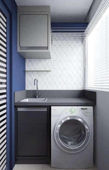 22. O revestimento para lavanderia branco em 3D traz neutralidade e se mistura com o azul da parede. Fonte: Pinterest