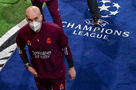 Zidane não gostou da atuação do Real Madrid contra a Atalanta (Foto: MIGUEL MEDINA / AFP)