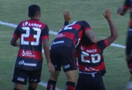 Ítalo comemora gol marcado diante do Atlético de Alagoinhas (Reprodução/YouTube TVE Bahia)